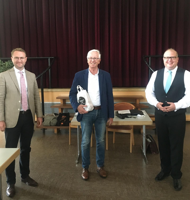 Kreisvorsitzender Dr. Mischak und Kreistagsfraktionsvorsitzender Stephan Paule gratulieren Ulrich Künz zum 70. Geburtstag